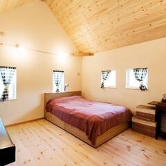 カントリー調/一戸建て/戸建て/リフォーム/リノベーション/寝室/... カントリー調の内装と薪ストーブが特徴のT…