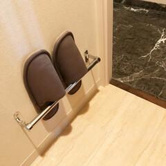 整理収納/タオルハンガー/トイレ/フォロー大歓迎/おうち/住まい/... トイレのスリッパ。 タオルハンガーを取り…