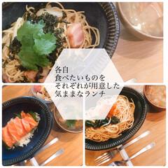 サーモン丼/パスタ/お昼ごはん/おうちごはん/ランチ/ラク家事 今日のランチは各自それぞれ好きなものや食…