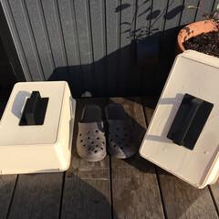 手作り/靴収納/ウッドデッキ/サンダルカバー/ベランダ/DIY/... 簡単100均DIY。雨に濡れないベランダ…