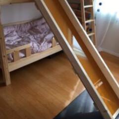 手作りすべり台/手作り/簡単すべり台/遊び場/手作りおもちゃ/二段ベッド/... 二段ベットから滑り台。ウッドデッキから滑…