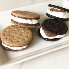 モンデリーズ・ジャパン オレオ バニラクリーム(クッキー、ビスケット)を使ったクチコミ「8月10日はスモアの日だそうです♡ so…」(1枚目)