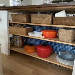 アイリスオーヤマ 無加水鍋24cm浅型/MKSS-P24S レッド | アイリスオーヤマ(圧力鍋)を使ったクチコミ「我が家のカップボード収納。 あまり家具を…」