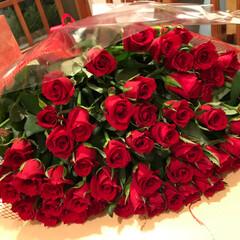ギフト/花束/お祝い 美しき還暦の友人に60本の薔薇の花束をプ…