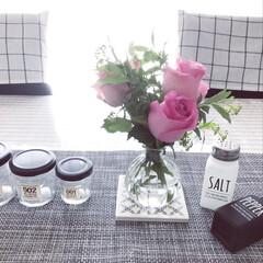 ダイニングテーブル/グリーンのある暮らし/花のある暮らし/モノトーンインテリア/薔薇/グリーン/...