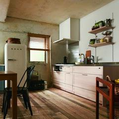 キッチン/木材/テーブル/チェア/スツール/シェルフ/... キッチンのまわりから広がる遊び心、そして…