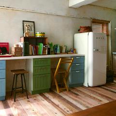 キッチン/木材/テーブル/チェア/スツール/シェルフ/... 収納庫は僕らの好きな、海と空の色にペイン…