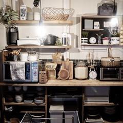 有孔ボードディスプレイ/キッチンカウンター/壁面収納/賃貸キッチン/キッチンDIY/食器棚/... 賃貸なので、引っ越す度にぴったりの食器棚…