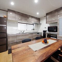 木目調キッチン/グレー/キッチンリフォーム/キッチン取り替え/キッチン交換/キッチンの色/... 木目調グレーのキッチンと、お揃いのカップ…