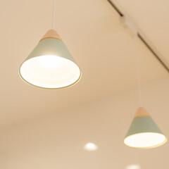 おしゃれなキッチン/可愛いキッチン/おしゃれなインテリア/おしゃれな家/かわいいインテリア/かわいい家/... おしゃれなキッチン照明。水色のシンプルな…