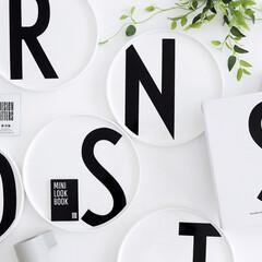 白黒/モノトーン雑貨/モノトーン/イニシャル/プレート/食器/... お気に入りの食器💓 デザインレターズのイ…
