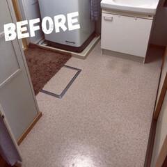 洗面所/フロアシート/ヘリンボーン床/DIY 写真でお分かり頂けるかと思いますが我が家…