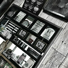 ステンシル/黒板塗料/アイアンペイント/棚DIY/出窓ディスプレイ/100均リメイク/... 大好きな雑貨屋を飾る為・・・収納スペース…