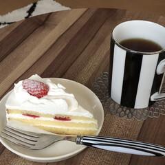 誕生日終わりましたが/アールグレイ/おうちカフェ/ケーキ/おやつ/フォロー大歓迎 今日のおやつはイチゴショート❤️先日誕生…