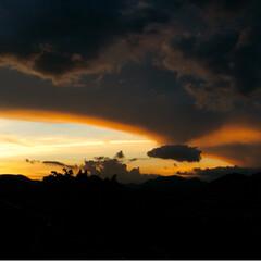 空/パプリカ/架空請求のハガキ 台風が近づいてるような、どこか、怖い空で…