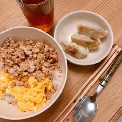 そぼろ丼/晩ご飯/おうちごはん/キッチン雑貨/暮らし 今日の夜ごはん(❁´ω`❁)  子供達の…
