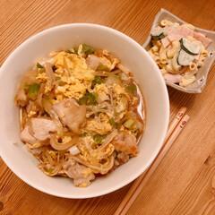 親子丼/マカロニサラダ/おうちごはん/夜ごはん/住まい/暮らし 昨日の晩ご飯(❁´ω`❁)♩ 親子丼にマ…