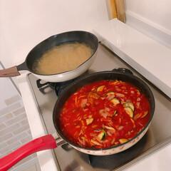 ズッキーニ/ディナー/夜ご飯/トマトパスタ/パスタソース/パスタ/... ズッキーニが安かったので、ベーコン、玉ね…