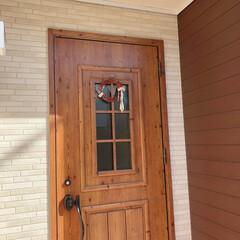リース/サンキライ/玄関/冬/おうち/にゃんこ同好会/... 玄関ドアも綺麗に拭き掃除しました(o^^…