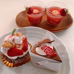 苺ジュレ/ケーキ/いちご/イチゴ/フォロー大歓迎/おでかけ/... エスコヤマにて購入したケーキ達♡  奥の…