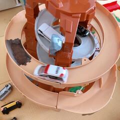 ワックススプレー/ワックス/家具用ワックス/トミカ/おもちゃ/フォロー大歓迎 家具用ワックススプレーでトミカ道路を拭い…