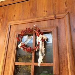 リース/サンキライ/サンキライリース/冬/おうち/ハンドメイド/... 玄関ドアに飾ったサンキライのリースをアッ…