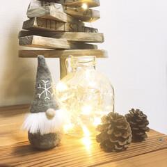 デコレーションライト/端材DIY/空き瓶リメイク/松ぼっくり/クリスマス/空き瓶/... ロハスで購入したりんごジュースの空き瓶に…