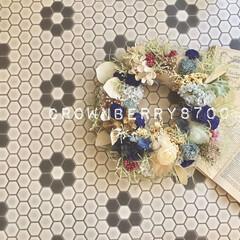 ハニカム/壁紙屋本舗/frower/ウォールデコ/wall deco/リース/...   新築祝いに、お好きなトーンのブルー#…