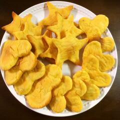 3ワンのおやつ中は⚠️🤣/ワンコ用クッキー/さつまいもクッキー サクラマカロンさんが作ってた さつまいも…