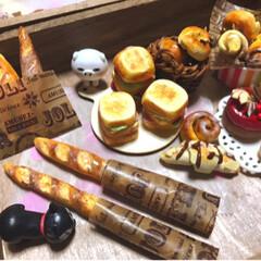 バタール/バゲット/樹脂粘土/ミニチュアフード/ハンドメイド/フード/... ミニチュアフード5号  バゲットとバター…(1枚目)