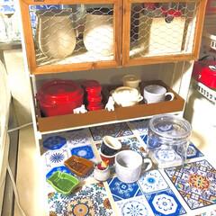 キッチン/作業台/ダイソーミルクペイント/アンティークワックス/3Dタイルシール キッチンの流し台横に置く台を作りました(…