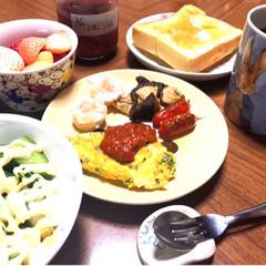 乃が美/3色イチゴ/イチゴ/遅めの朝ごはん/朝ごはん/わたしのごはん/... おはようございます😃 ずいぶん遅めですが…