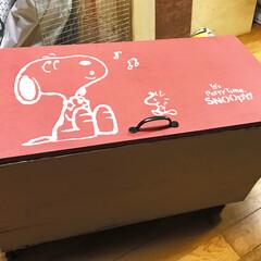 りんご箱/スヌーピー/ステンシル/道具入れ/キャスター付き/ダイソーミルクペイント ずーっと作りたかったリンゴ箱の道具入れ✨…