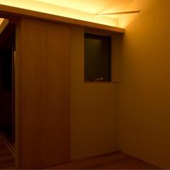 インテリア/住まい/建築/注文住宅/新築/設計/... 6帖の個室。  優しい木目を使い、扉など…(2枚目)