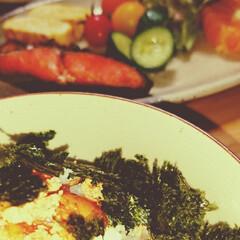 おうちごはん/和食/塩鮭/たらこ丼/暮らし/フォロー大歓迎 おうち夕ごはん😊🍴  やっぱりたらこ好き…