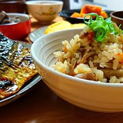 おうちごはん/塩さば/お芋さんのお味噌汁/だし巻き玉子/鶏キモ甘辛煮/かぼちゃ煮/... おうち夕ごはん😋🍴  今日は豚バラ&ゴボ…