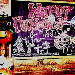 イベント/おえかき/黒板/黒板シート/リメイクシート/ハロウィン2019/... 私の手作り😊  階段下の壁にリメイクシー…