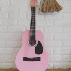 プレゼント/ミニギター/レンガ/クリスマス2019/ダイソー/100均/... 娘へのクリスマスプレゼントは  ピンクの…
