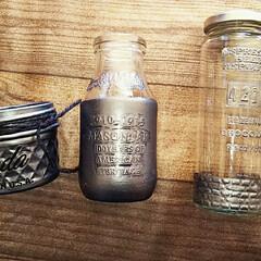 セリア 空き瓶に塗れる塗料とセリアのエンボスシー…