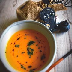 ポタージュ/バターナッツカボチャ/スープ/カフェごはん/カフェ飯/おうちごはん/... バターナッツ🎃でポタージュ🍽 濃いオレン…