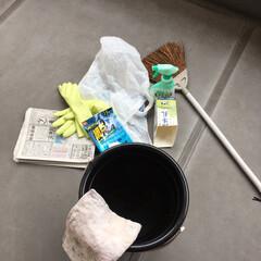 ベランダ/掃除/側溝/牛乳パック 雨なのでベランダ掃除 年末にやり損ねたベ…