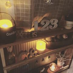 LEDキャンドル/Christmas/ニトリ/3COINS/DIY/100均/... リビングに窓枠に作った棚✨ 季節ごとのデ…