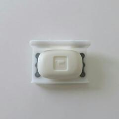100均/石鹸置き/ダイソー ダイソーの磁石ラップホルダー  お風呂で…