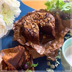 ちょっと焼き過ぎ(笑)/お菓子作り/おうちカフェ/手作りケーキ/LIMIAファンクラブ/至福のひととき/... ガトーショコラ焼きました❤️ ローストア…