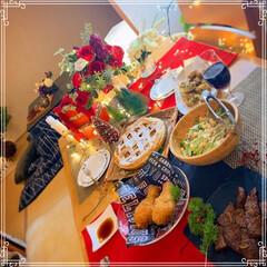 晩ご飯/お家ごはん/おうちごはん/アップルパイ/クリスマスコーデ/クリスマステーブルコーディネート/... クリスマスですね🎄  先日夫の誕生日にケ…