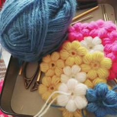 花モチーフ/モチーフつなぎ/コースター/お花/かぎ針編み/編み物/... ぷくぷくお花のコースターをせっせこ作って…