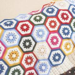 毛糸/カラフル/モチーフつなぎ/モチーフ/編み物/ハンドメイド お正月の初売りで詰め放題した糸を使ってモ…