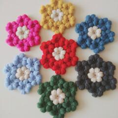 カラフル/コースター/ぷくぷく/花モチーフ/かぎ針編み/編み物/... コースター、7枚完成しました♡ ちっちゃ…