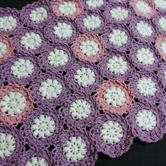 ピンク/紫/モチーフつなぎ/モチーフ編み/編み物/ハンドメイド 明日までに完成させなきゃならなかったモチ…