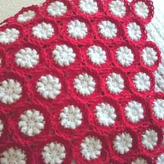 ひざ掛け/白モヘア/赤い糸/秋冬/モチーフつなぎ/モチーフ/... 最近、寝ても醒めても編んでるモチーフw …